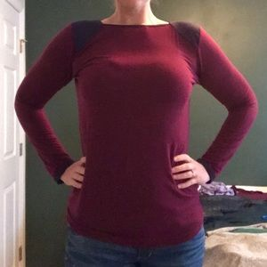 Wide neck long sleeve tee with blue should accents